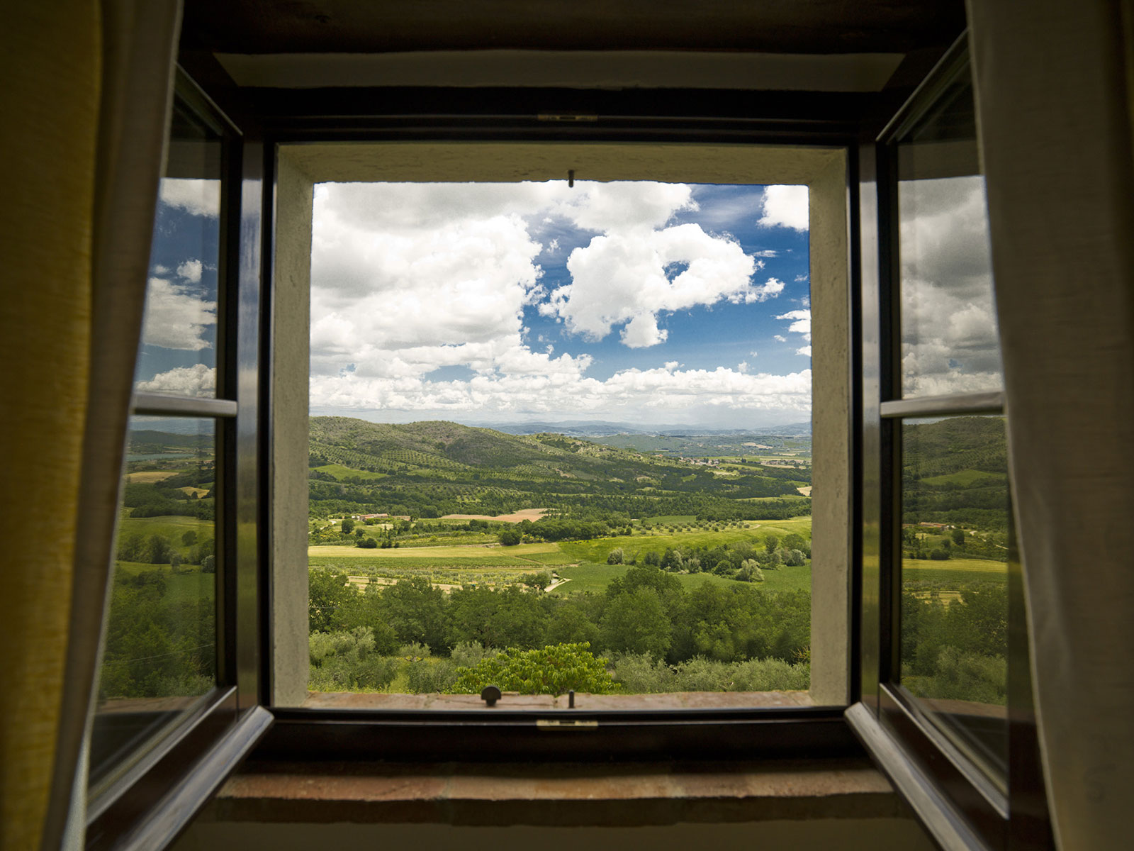 Beautiful-landscape-in-Umbria-near-Perugia